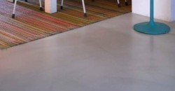 mumble-mumble-pavimenti-spatolato-biancogrigio